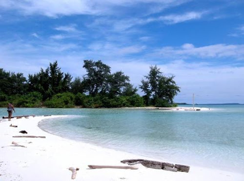 6 Lokasi Wisata Pulau Lombok Yang Wajib Dikunjungi, senggigi, pantai surga, pantai cemara, segara anak,