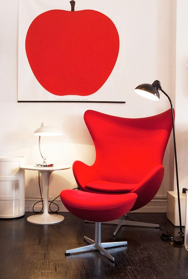 Sillón Egg color rojo, Arne Jacobsen.