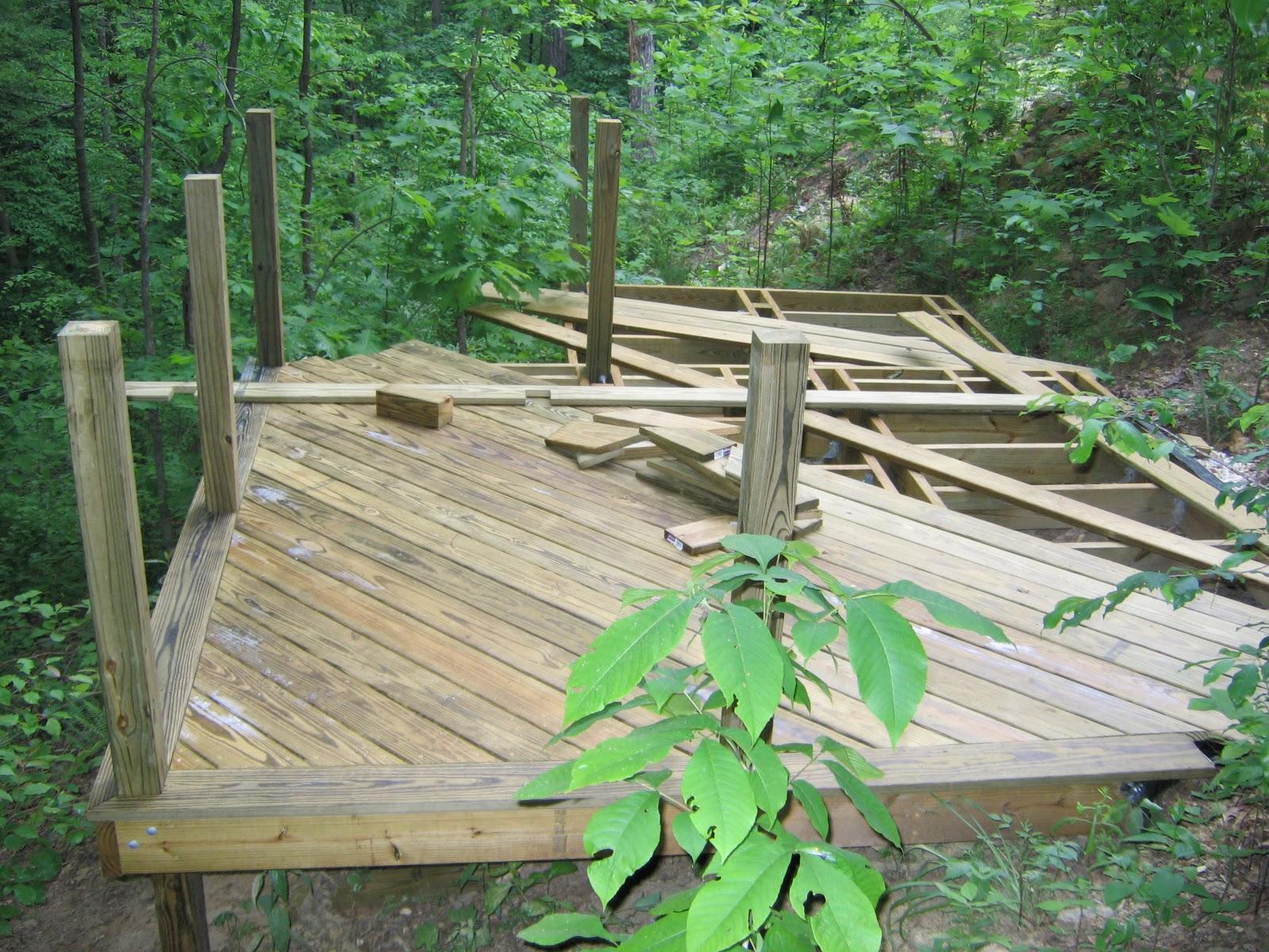diy backyard deck by handyhubby