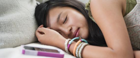 Tidur dengan handphone