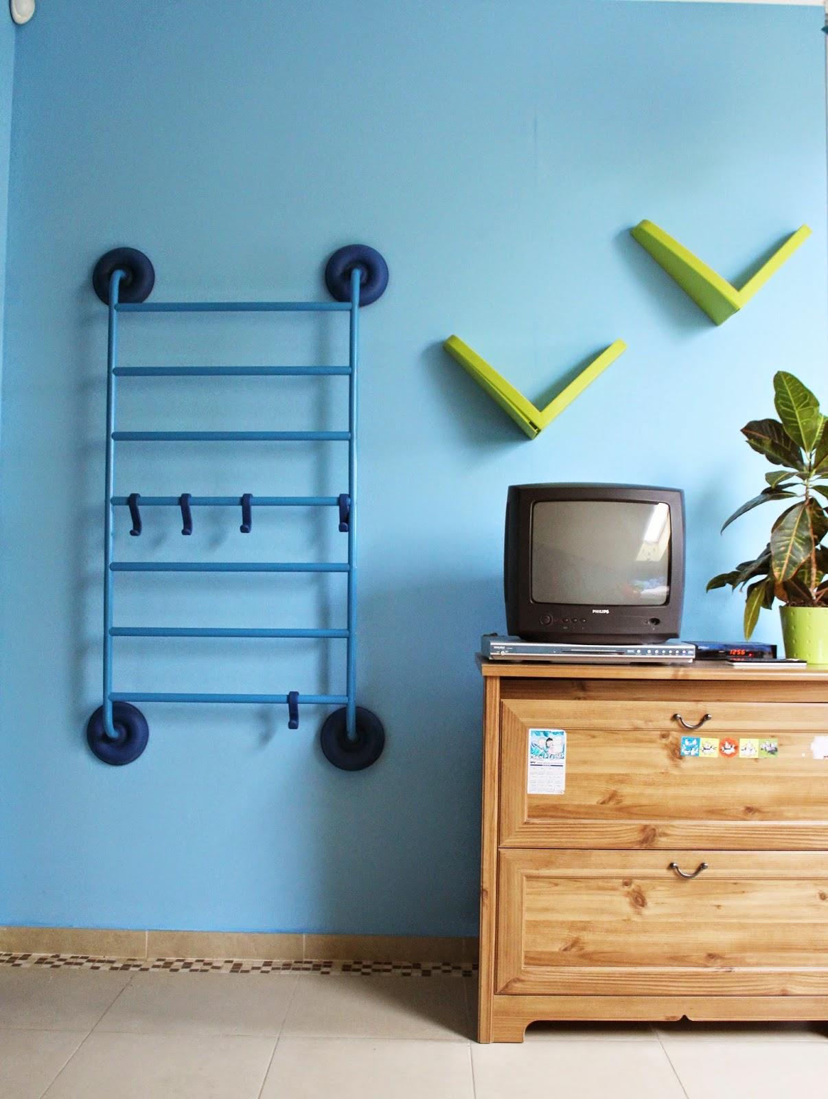 niebieskie ściany,drabinka Ikea,metamorfoza pokoju dziecka krok po kroku,filmik jak zmienia się pokój dziecka,blog wnętrza DIY lifestyl