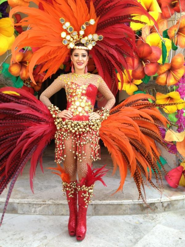 Trajes de reinas de carnaval imagui - Trajes de carnaval de epoca ...