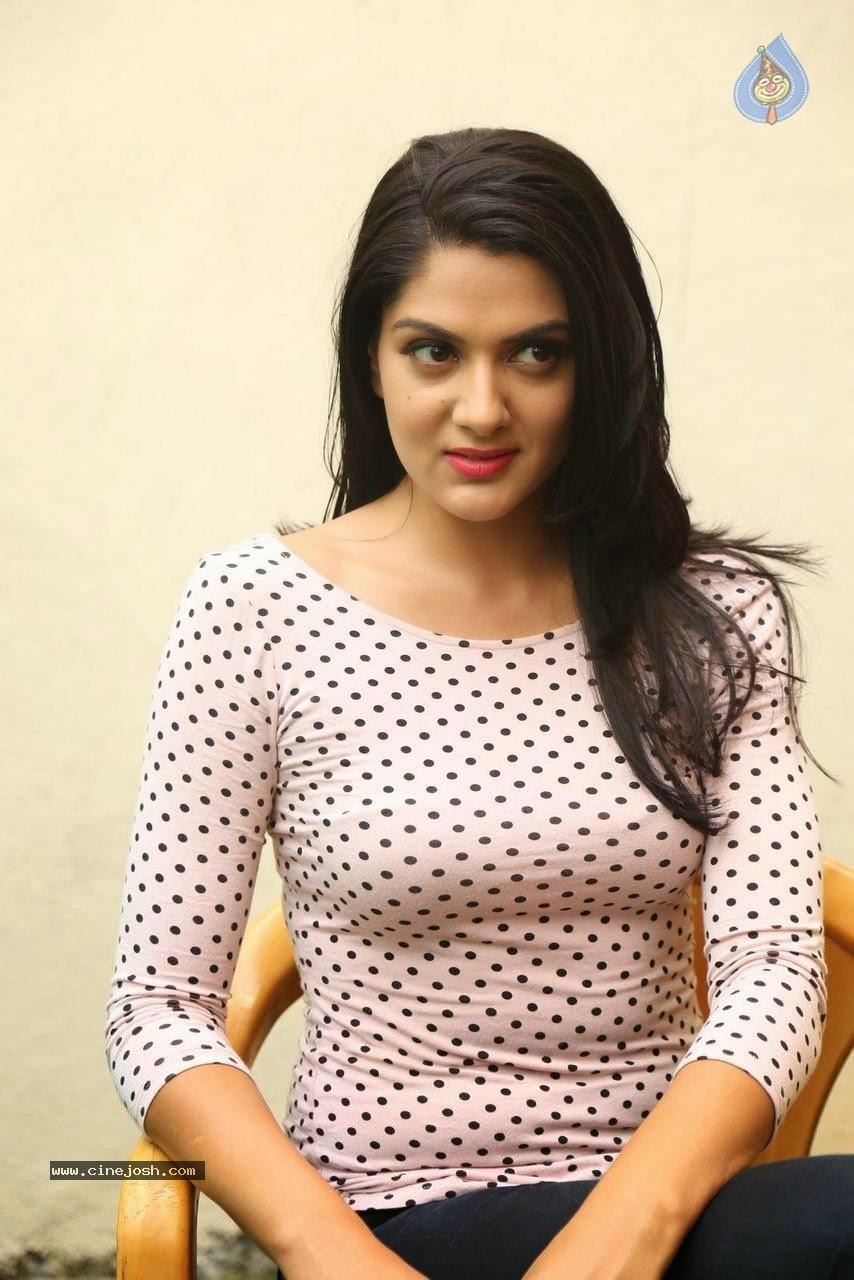Sakshi chowdhary latest hot photos
