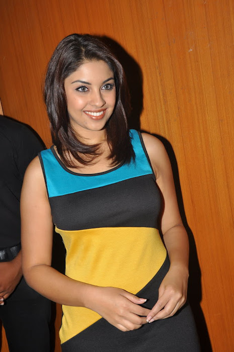 richa gangopadhyay at discount card launch hot images