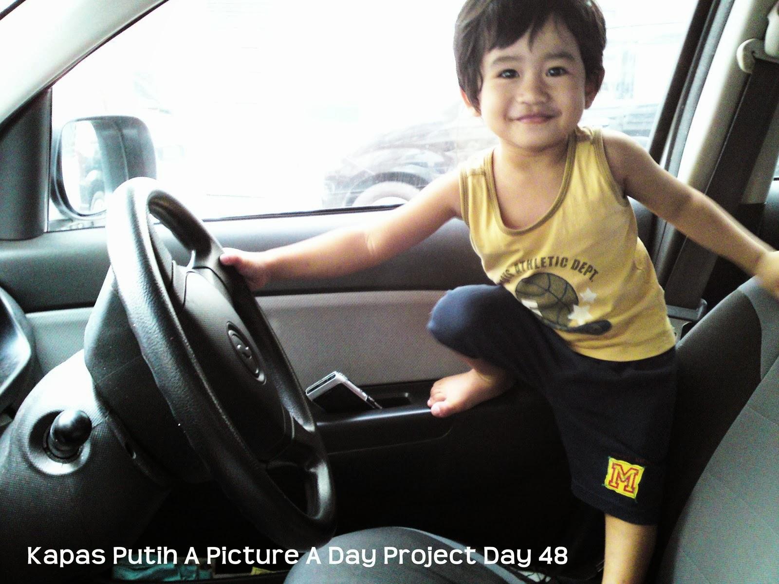 Baby Asyraf bawa kereta