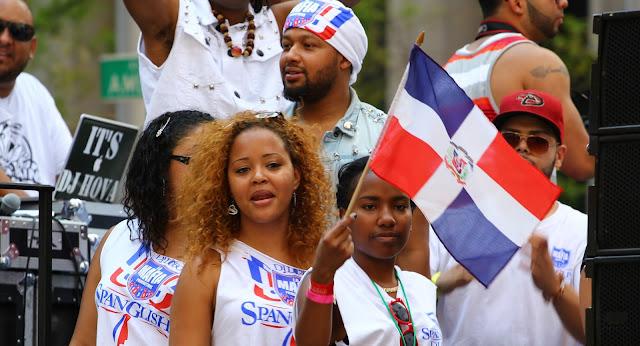 República Dominicana: dominicanos celebrando en la calle