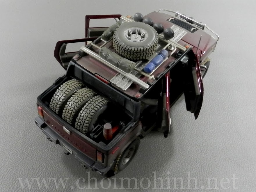 Hummer H2 SUT Concept Off-Road 1:18 Maisto up