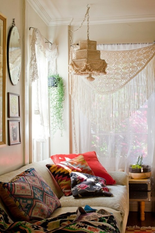 Moon to moon beautiful bohemian sitting rooms for Beautiful sitting room designs