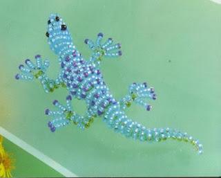 Синяя ящерица из бисера