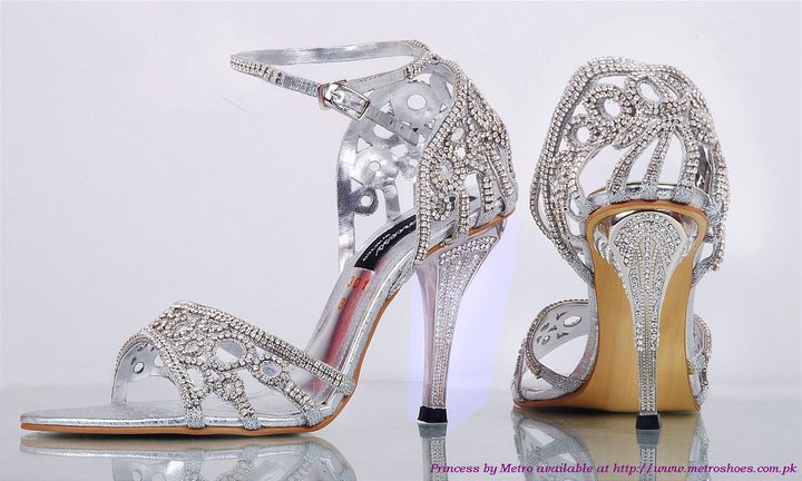 18e3469a849d InnCredible Events   If the Show Fits ...Wedding Shoe Trends for 2012