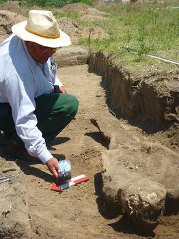 Arqueologo Eduardo Contreras Martinez en Campo.