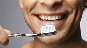 Menyikat gigi secara rutin