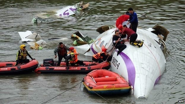 TransAsia ATR 72-600 airplane hit a road bridge