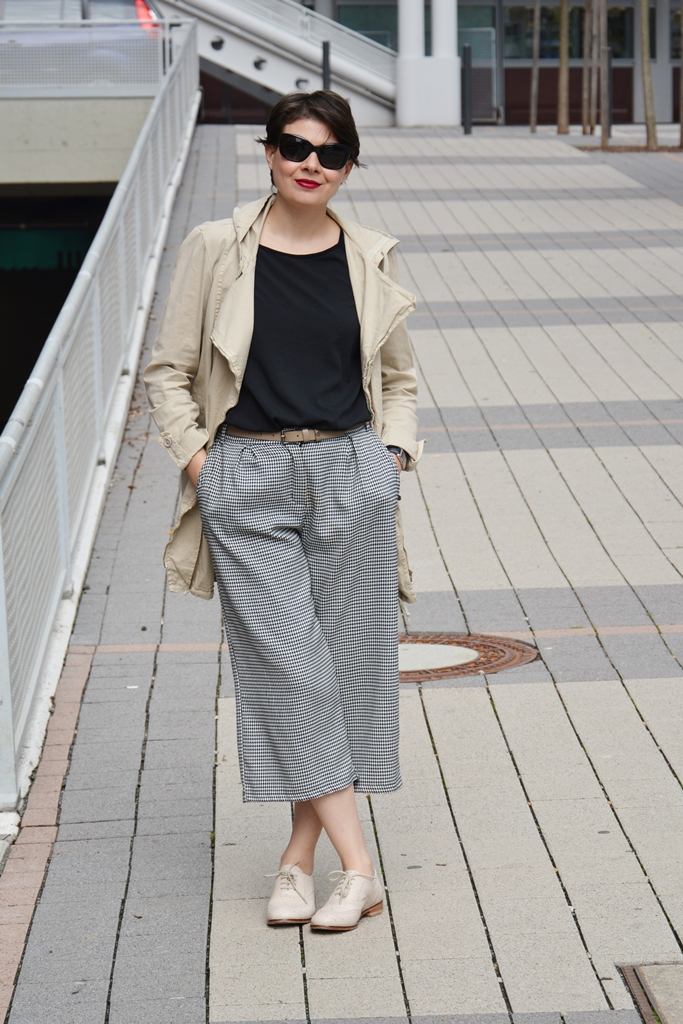 Culottes, Stefanel boots, black and white outfit, burberry sunglasses