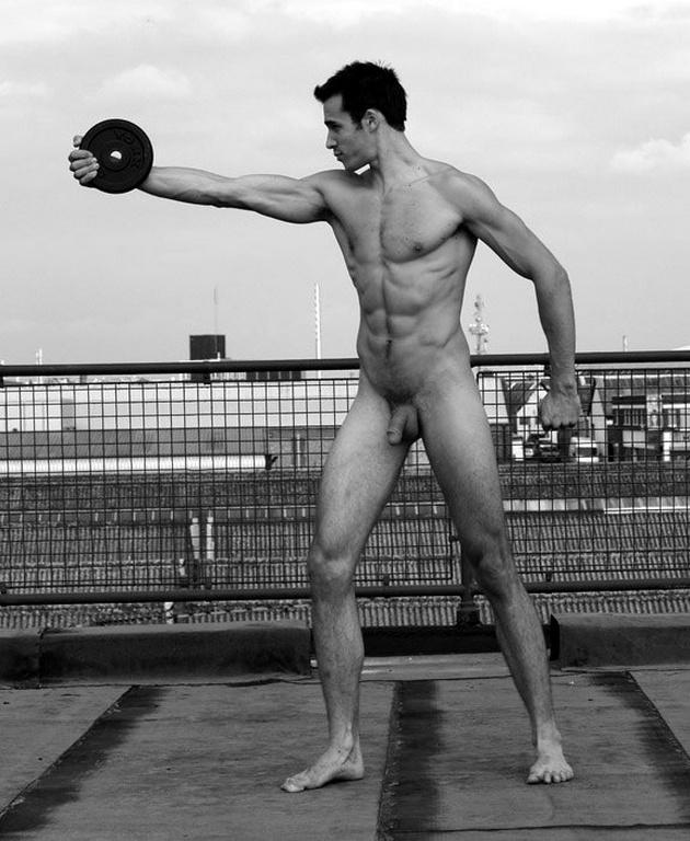 sport-muzhchina-golie