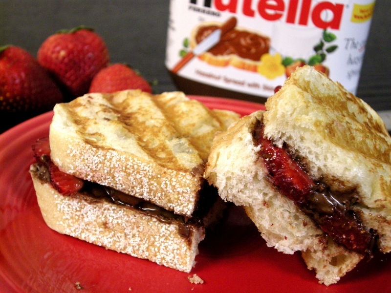 Life's Recipes...: Strawberry Nutella Panini