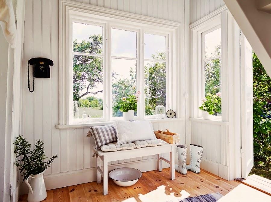 dom, wystrój wnętrz, wnętrza, home decor, styl skandynawski, białe wnętrza, shabby chic, przedpokój, ławka