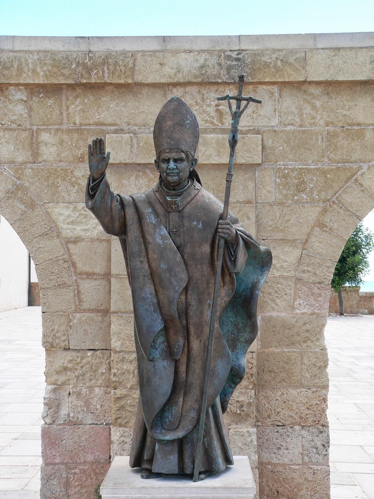 <b>Benedictus PP. XVI</b>