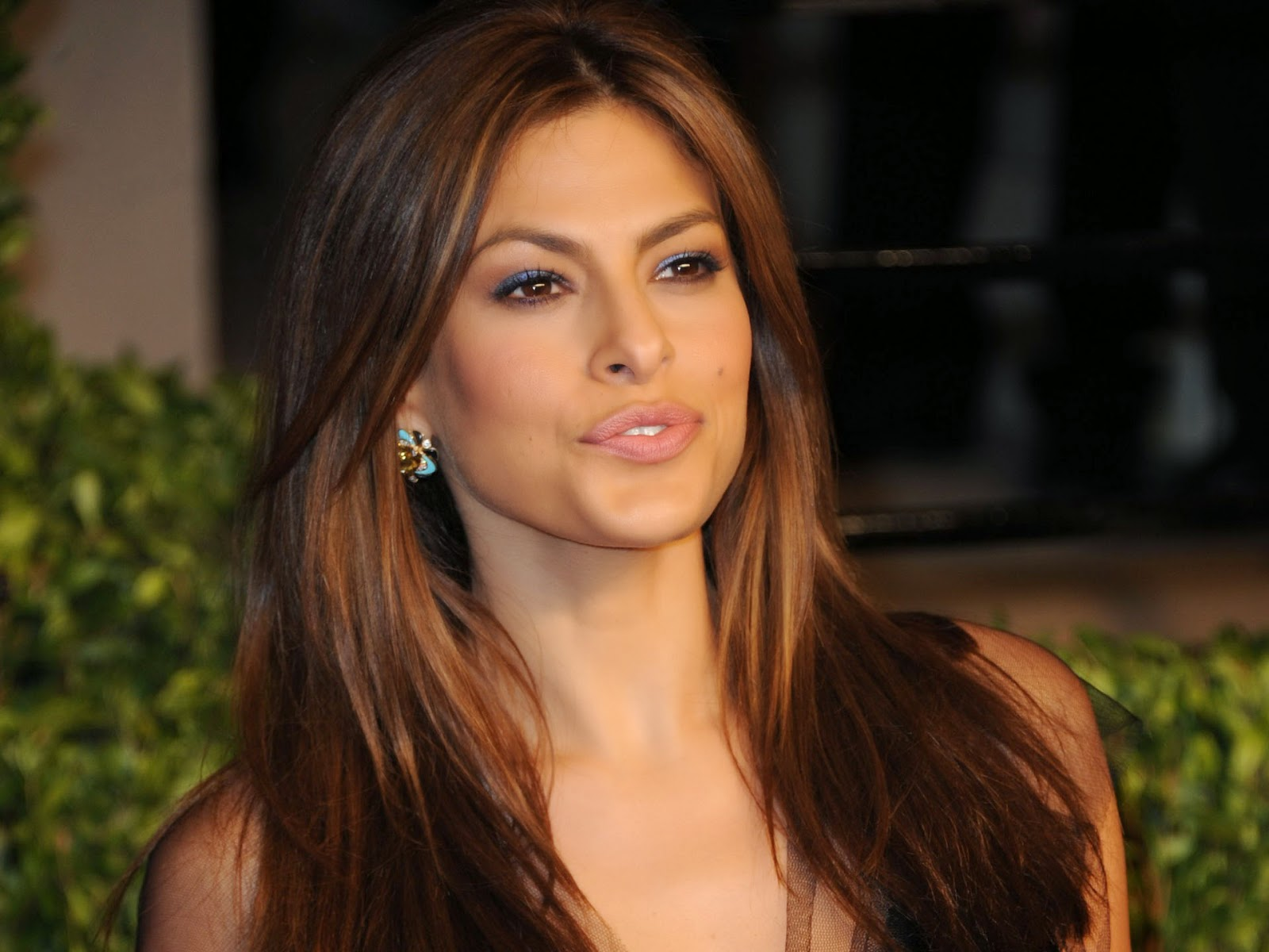 Eva mendes cute wallpaper of hollywood actress
