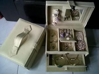 "gambar kotak perhiasan"" title="