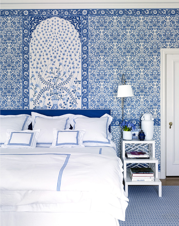 Blue and white monday the pink pagoda bloglovin for Blue and white bedroom wallpaper