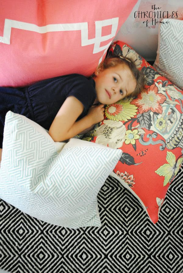 Easy tutorial for how to sew a pillow cover with a zipper