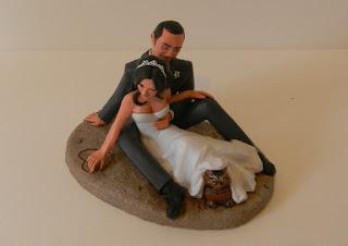 orme magiche cake topper personalizzati sposini torta nuziale sposi sulla spiaggia con gatto