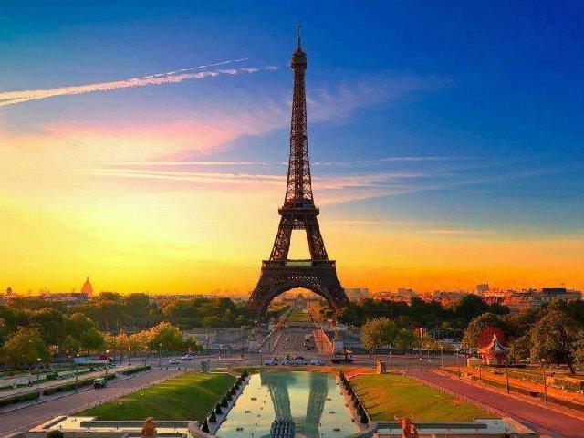 A torre Eiffel em mais uma bela foto.