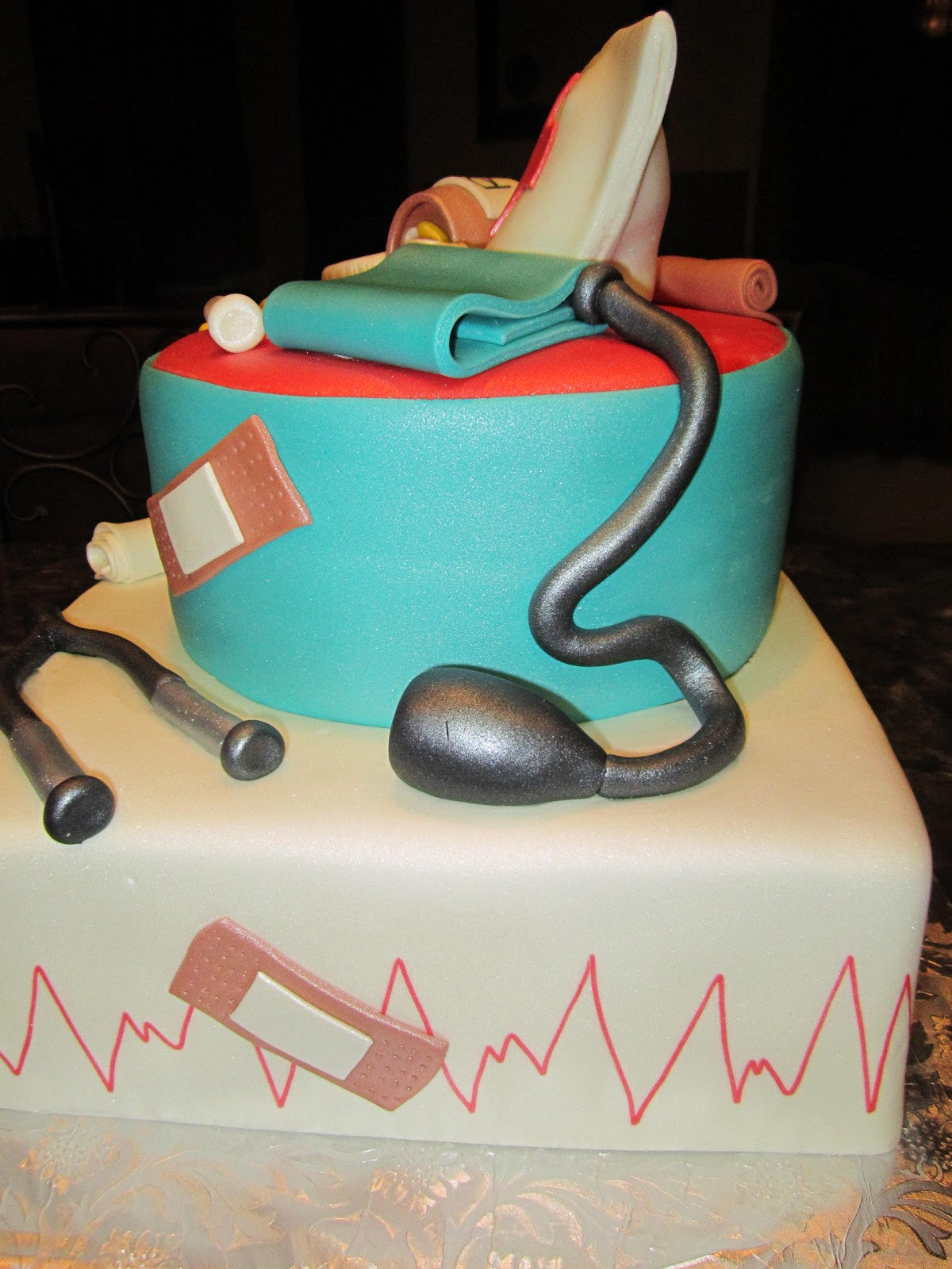 MyMoniCakes: Nurse Cake / Nursing Graduate Cake