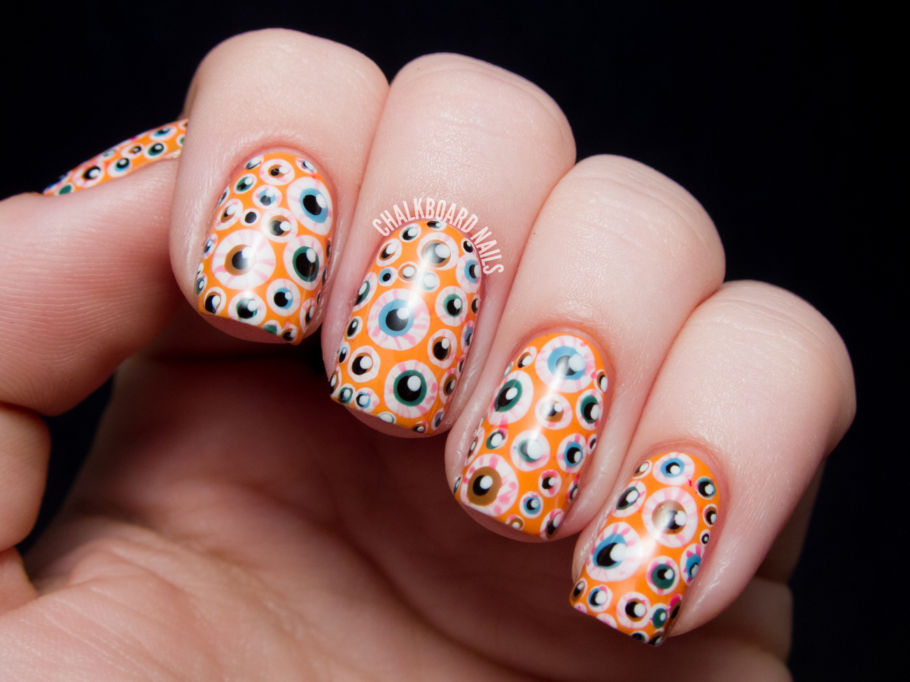 Halloween Eyeball Nail Art by @chalkboardnails
