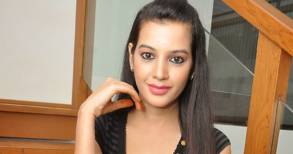 Indian Garam Masala: Diksha Panth unseen hot crossed L