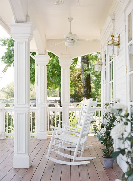 Miss southern prep front porch sittin 39 for Southern front porches
