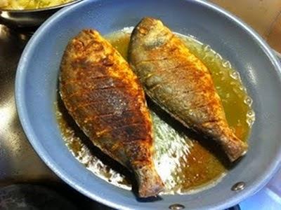 Petua Mengelak Ikan digoreng Melekat pada Kuali