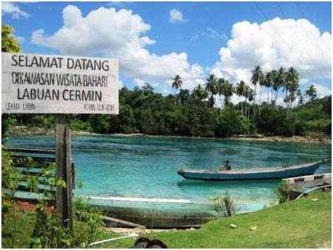 Gambar tempat wisata bahari Danau Labuan Cermin