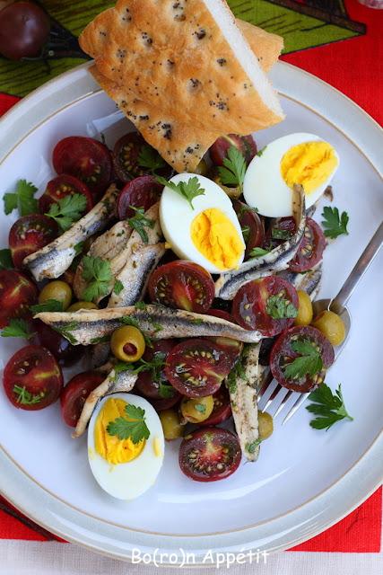 sałatka sardele pomidory jajko