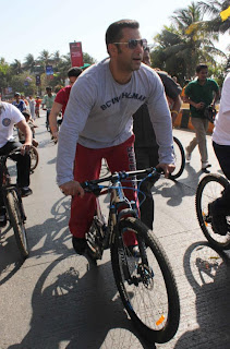 Salman Khan participating in 'Mumbai Car Free Day'