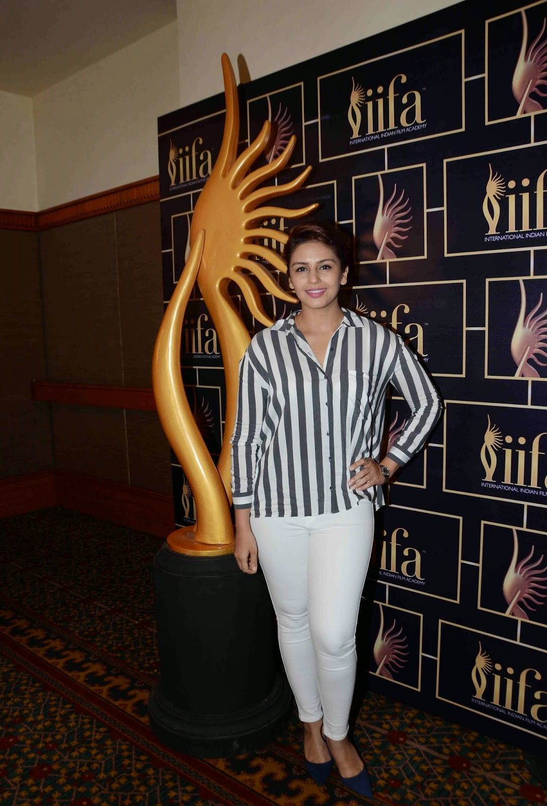 Huma Qureshi Photos In White Jeans At 16th IIFA Awards 2015 Press