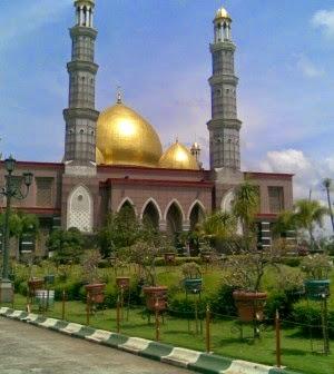 http://asalasah.blogspot.com/2014/11/masjid-kubah-emas-dian-al-mahri-depok.html