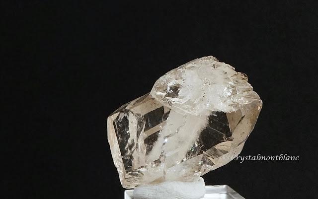 cristal de quartz fumé trouvé dans les montagnes du Mont-Blanc, faden smoky quartz from Aiguille du Goûter, Mont-Blanc