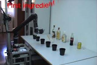 robot que prepara cocteles a distancia