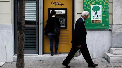 GREGOS CORREM AOS BANCOS PARA TENTAR SALVAR SEUS EUROS