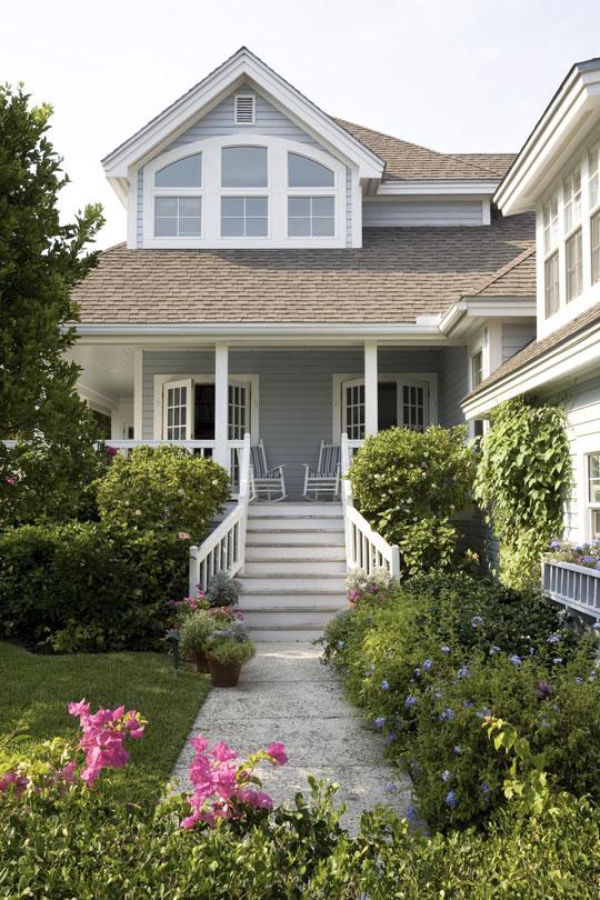 New home interior design breezy in blue florida beach for Stile bungalow americano