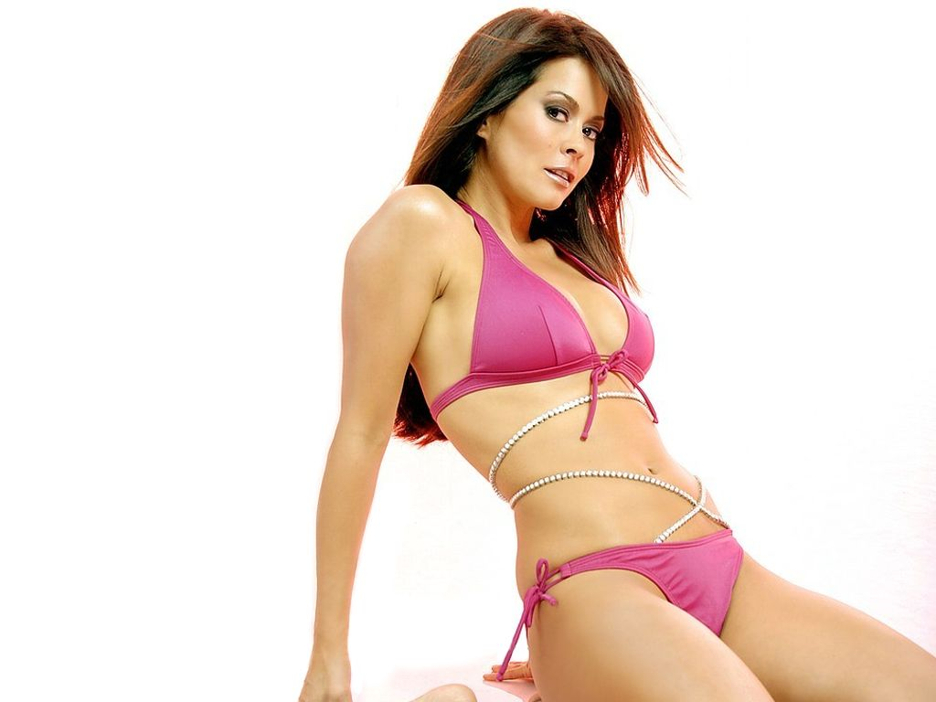 Has Brooke Burke ever been nude? - Pictures of every