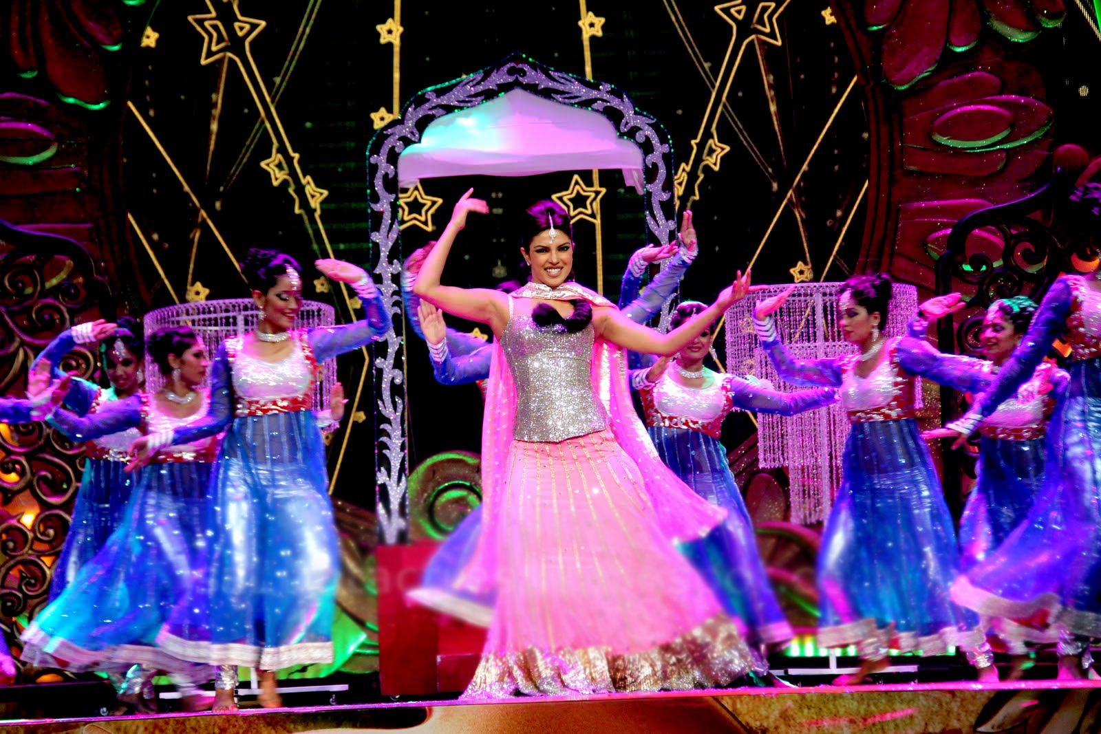 Priyanka chopra looks amazing in this pink and silver ensemble  - priyanka chopra iifa 2012- on stage !