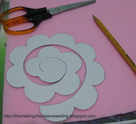 Diy felt roses the making of a dream wedding for Diy will template