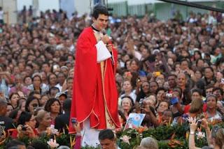 Missa com Pe. Robson em Mossoró atrái multidão