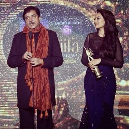 Sonakshi Sinha with Father shatrughan sinha in iifa award