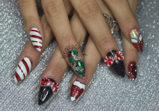 Siletto Nail Designs For Christmas And New Year