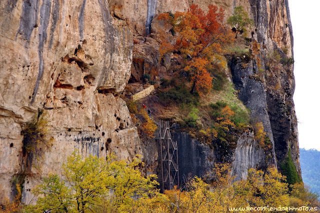Escalera de acceso Cueva de la Ramera