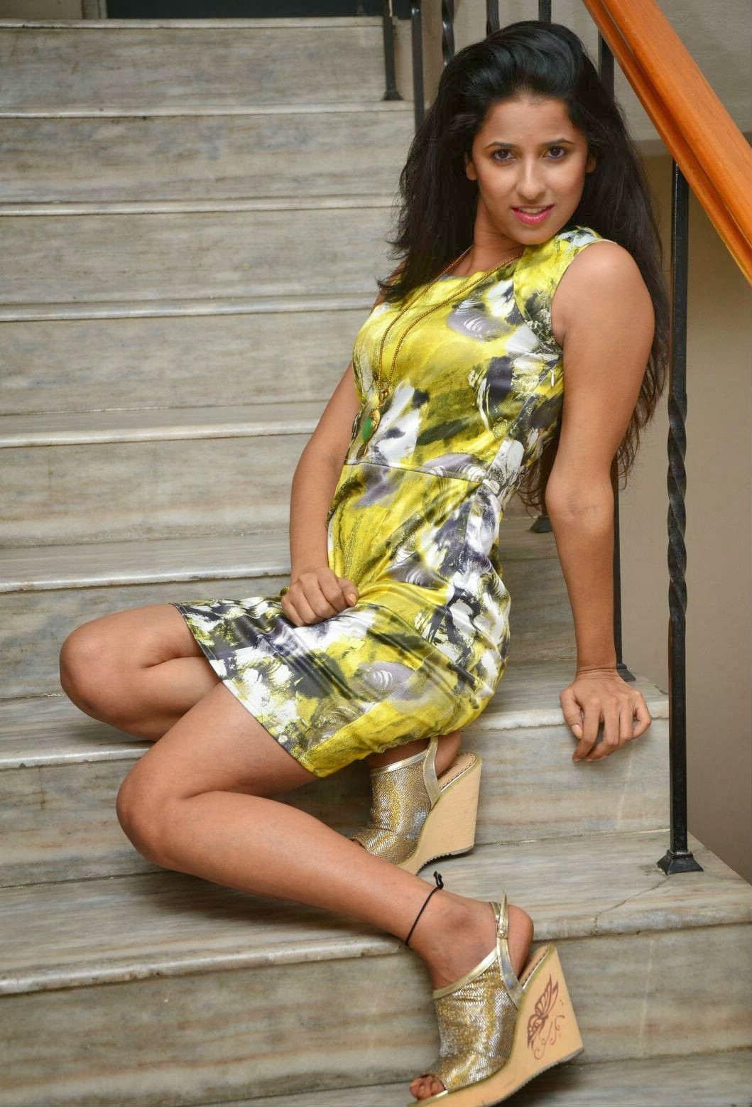 Shravya Reddy Hot Photo Shoot In Saree - HD Latest Tamil ...